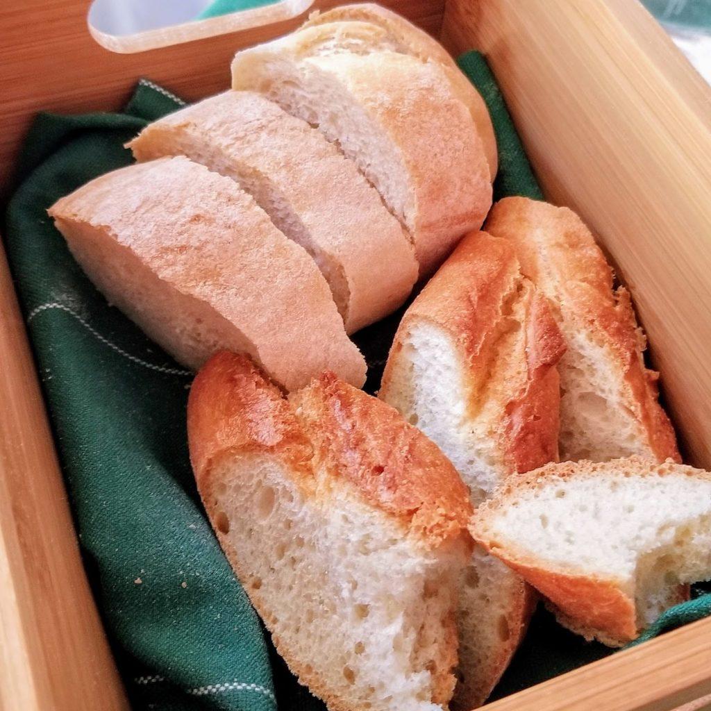 bread basket at cantina della vetra milan