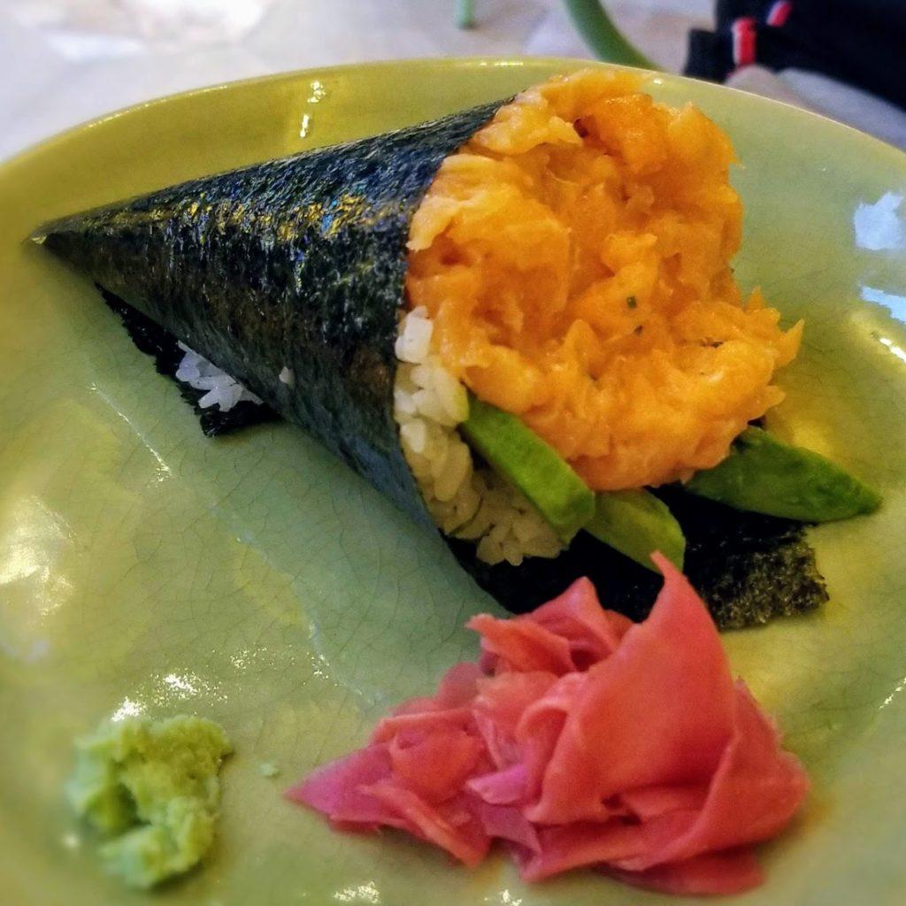 temakinho milan salmon abacate hand roll