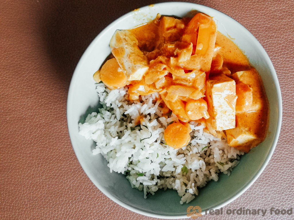 red curry (kaeng phet) with tofu and carrots